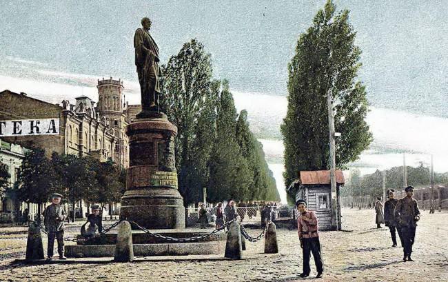 Памятник Бобринскому в начале 20 века
