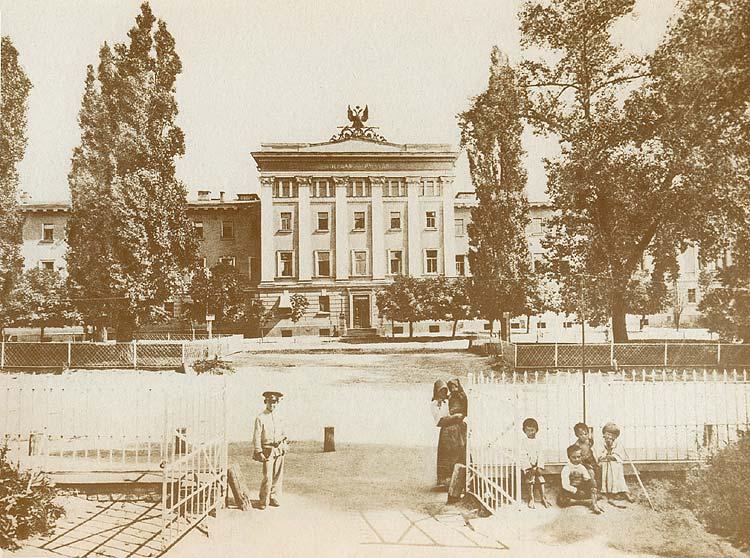 Первая гимназия на Бибиковском бульваре в начале 20 века