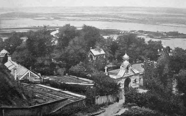 Аскольдова могила и кладбище рядом