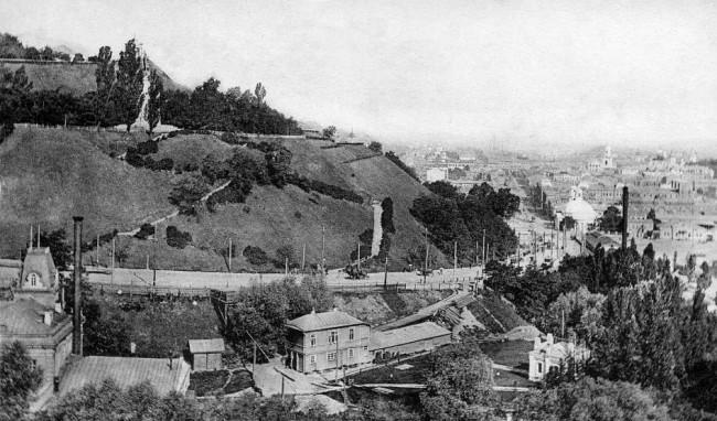 Вид на Владимирский спуск в 1906 году