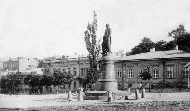Памятник графу Бобринскому в 1906 году