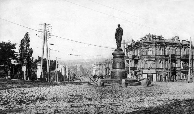 Пересечение улицы Безаковской (ныне - ул. Петлюры) и Бибиковского бульвара (ныне - бульвар Тараса Шевченко) в 1906 году