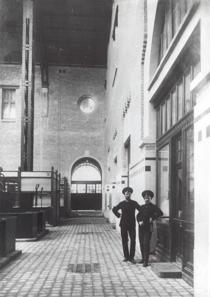 Внутри Бессарабского рынка в 1912 году