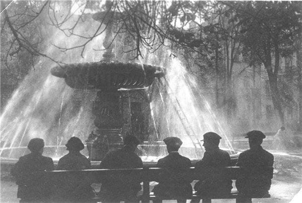 Фонтан у Золотых ворот в 1930 году