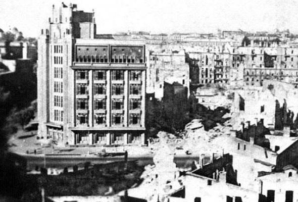 1941 год. Развалины ЦУМа после бомбежки