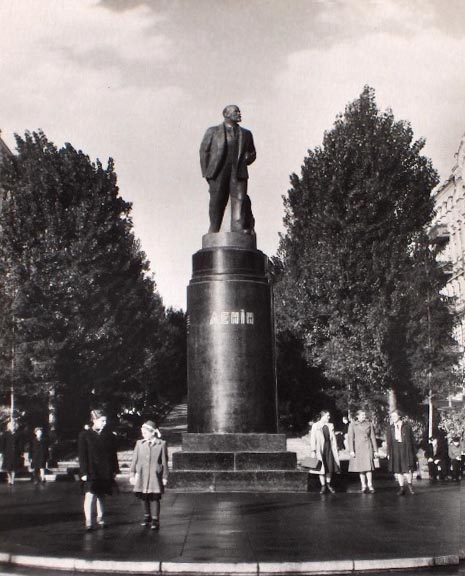 Памятник Ленину в Киеве в 50-х годах