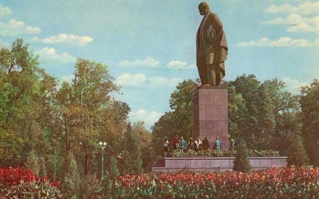 Памятник Шевченко в 50-х годах 20 века