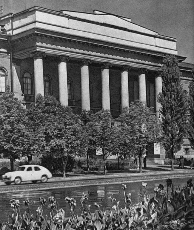 1950-е годы, черно-белое фото университета Шевченко