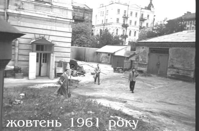 1961 год. На территории университета Шевченко, октябрь месяц. Фото из архива Ольги Тельпис.
