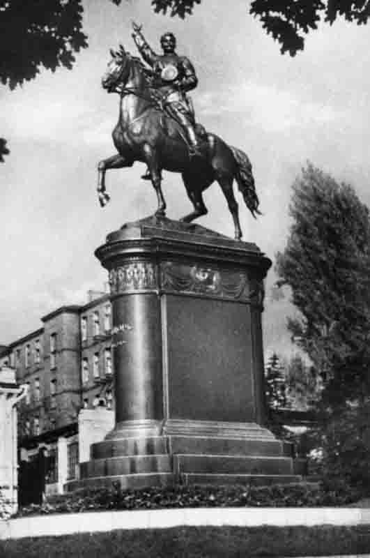 Памятник Щорсу в 1964 году