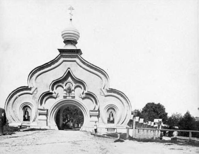 1890-е годы. Святые ворота Покровского монастыря