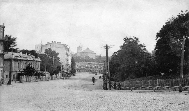Вид на Александровскую улицу от Музея древностей и искусств в 1906 году