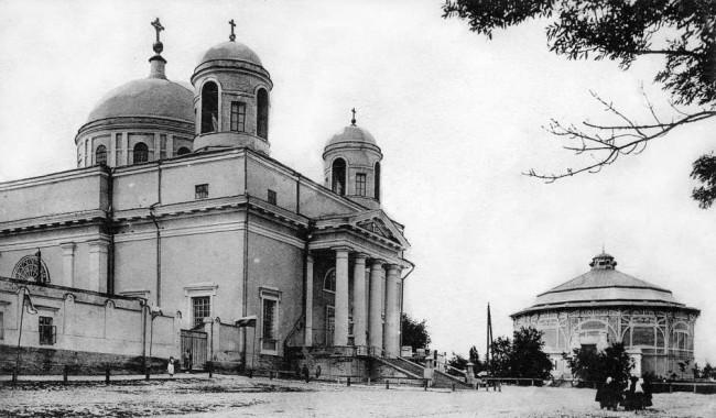 Трехсвятительская улица в 1906 году, католический собор святого Александра