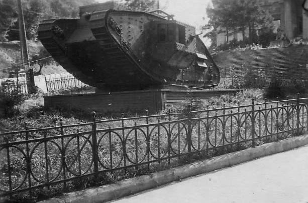 Старый танк в Музейном переулке, 40-е годы 20 века