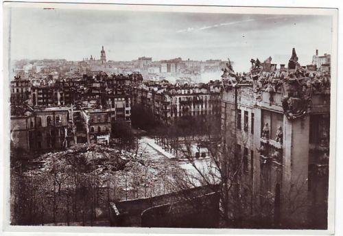 Дом с химерами во время войны, видна площадь Франко, 1941 год
