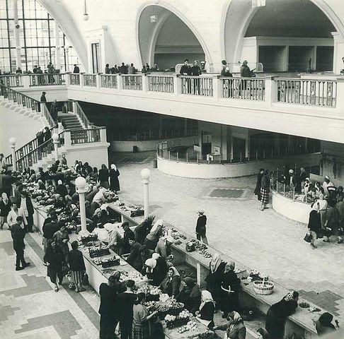 Интерьер бывшего Сенного рынка в Киеве в 60-х годах