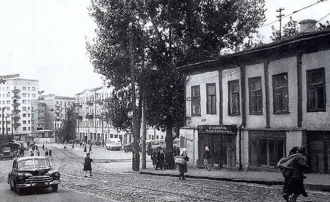Внизу улицы Воровского, около площади Победы, 1964 год, Киев