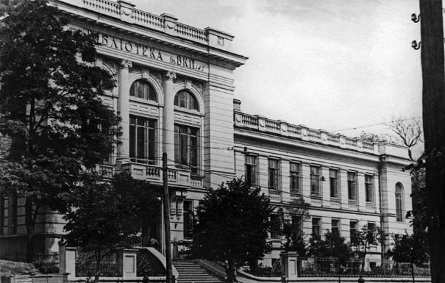 Публичная библиотека, улица Грушевского, в 70-х годах