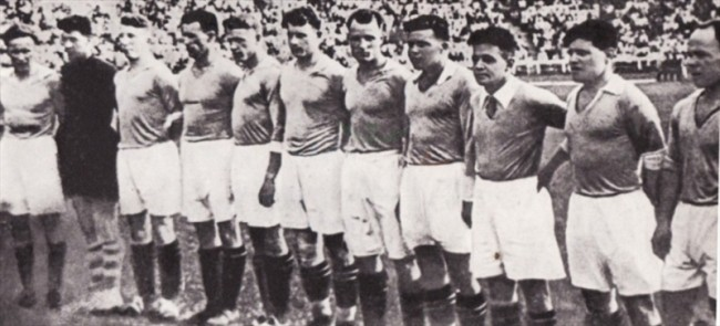 Динамовцы на стадионе Динамо в 1936 году