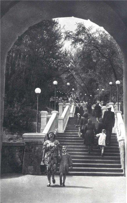 Лестница к колонне Магдебургского права в 50-х годах 20 века