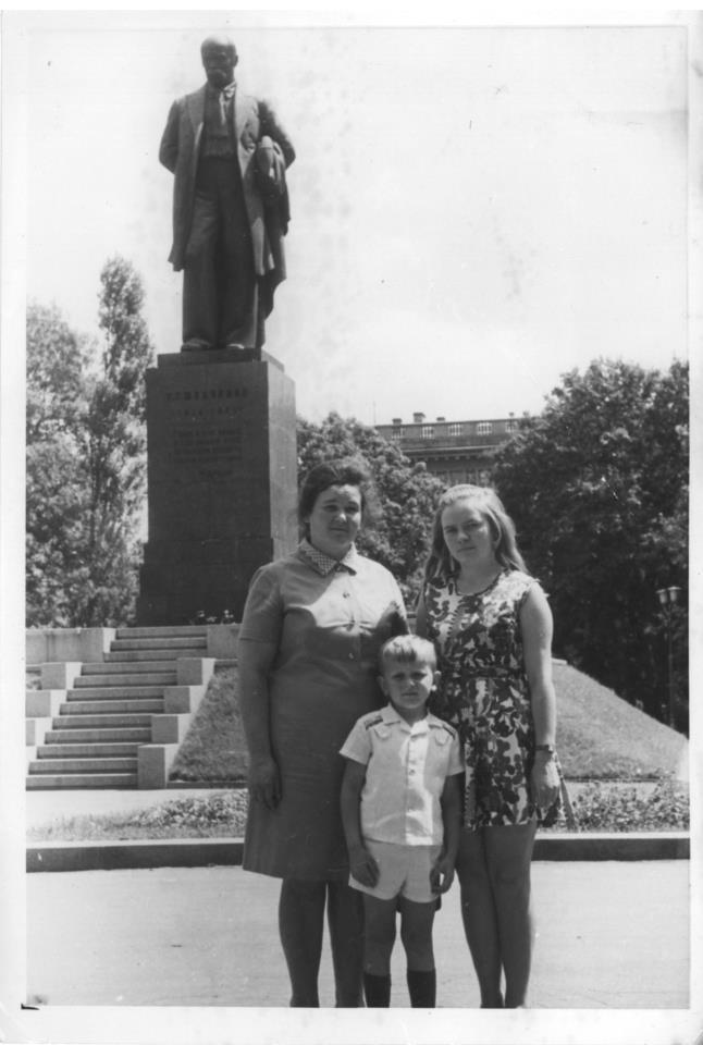 """Фотопроект """"Киев - это мы"""", снимок в парке Шевченко, 1975 год"""