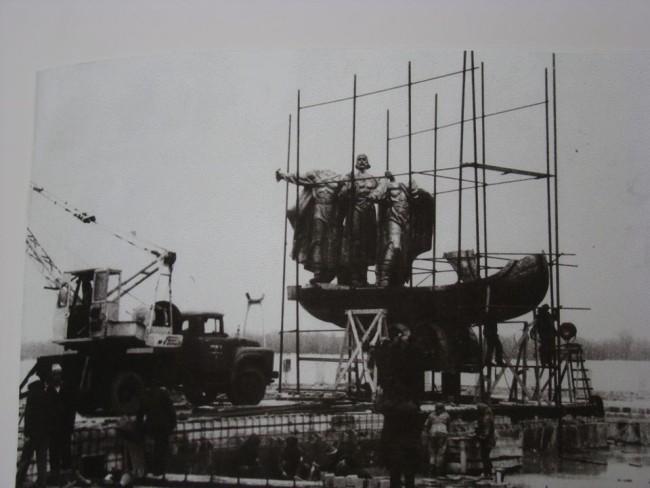 Как устанавливали памятник Кию, Щеку, Хориву и Лыбеди