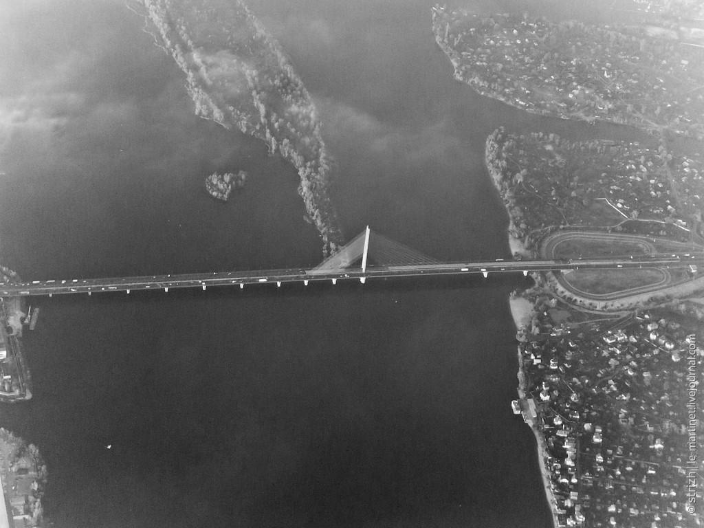 Аэрофотосъемка Московского моста в 2011 году