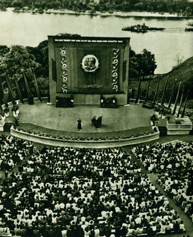 Сцена Зеленого театра в Киеве