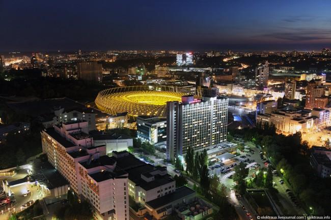НСК Олимпийский вечером