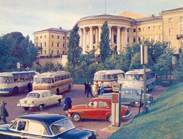 Октябрьский дворец на Институтской улице в 70-х годах