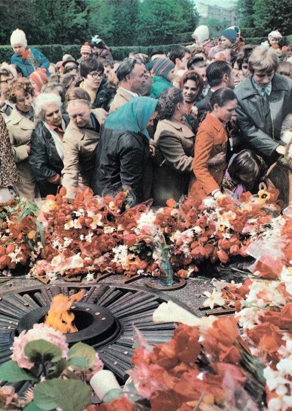 1980-е годы. В парке Вечной Славы у вечного огня