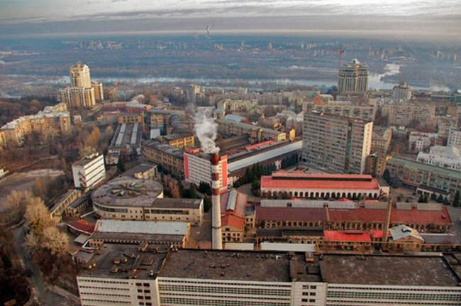 Над заводом Арсенал в 80-х годах