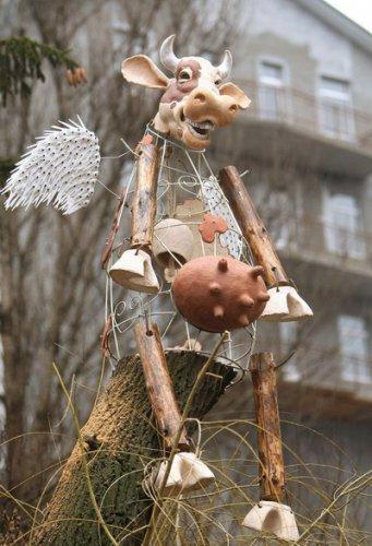 Летающая корова на улице Гончара, скульптура, автор Константин Скритуцкий