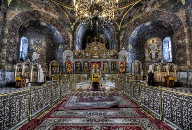 Интерьер киевского храма
