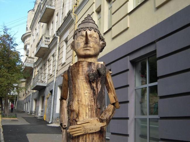 Фото скульптуры Буратино в центре Киева, автор Константин Скритуцкий