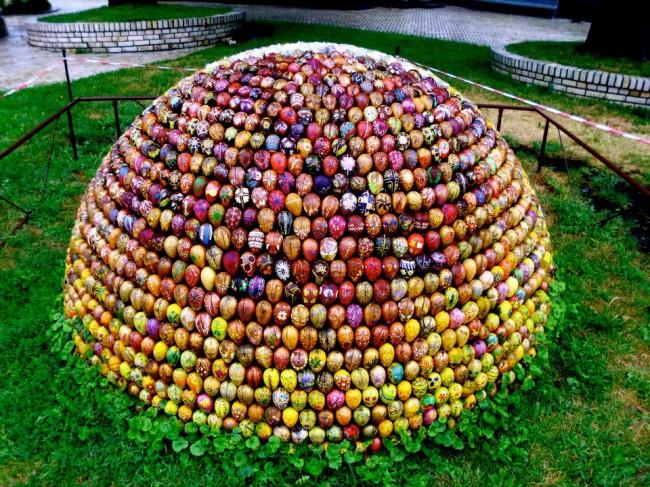 Пасхальные яйца из дерева, Лавра