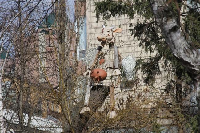 Скульптура летающей коровы скульптора Константина Скритуцкого, улица Гончара
