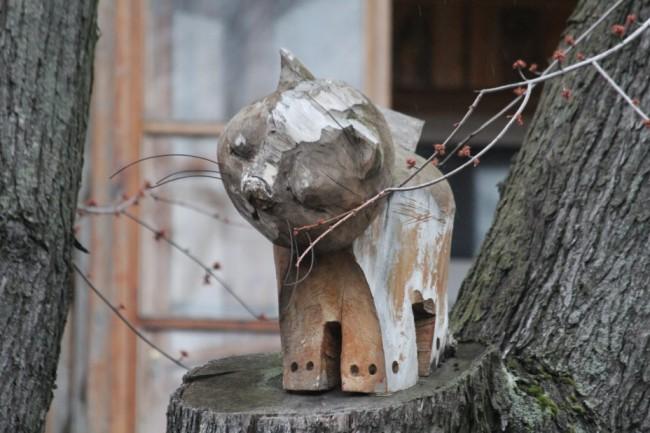 Скульптура из дерева Котенок автора Константина Скритуцкого на улице Лысенко