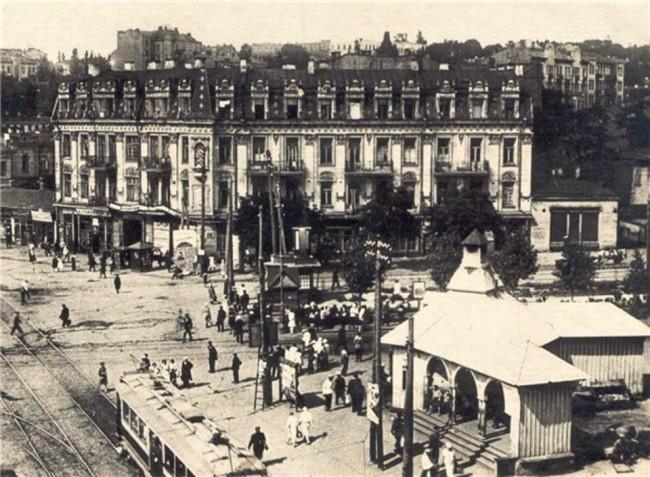Перекресток Дмитриевской улицы и площади Победы в начале 20 века, Киев