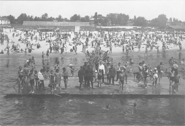 1930-е годы. Пляж на Трухановом острове в Киеве