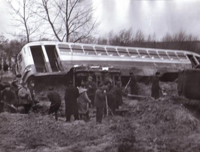 Перевернутый троллейбус во время Куреневской трагедии