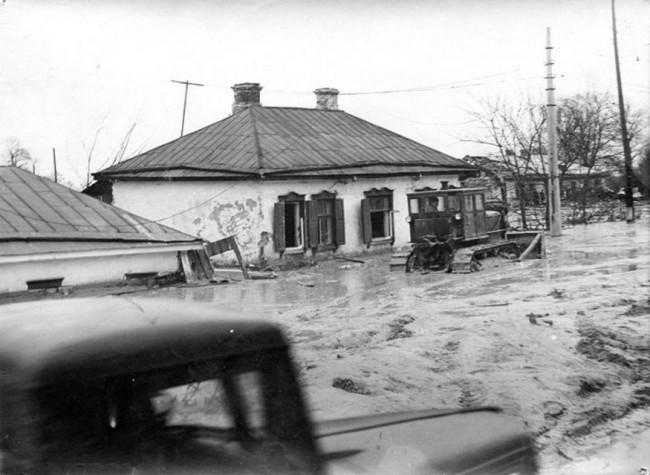Жилые дома, поврежденные потоком пульпы в 61 году на Куреневке