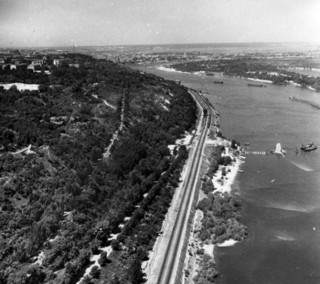 Киев, Днепр, Набережное шоссе, 61 год
