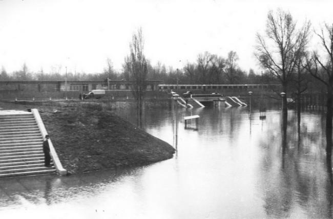 Высокая вода в киевском гидропарке в 70 году