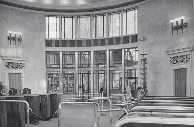 Станция метро Университет