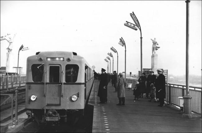 Станция метро Днепр