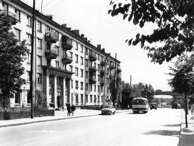 Кинотеатр Кадр на улице Вышгородской в 1962 году