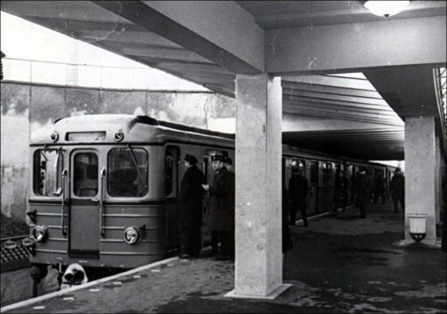 Станция метро Черниговская (Комсомольская)