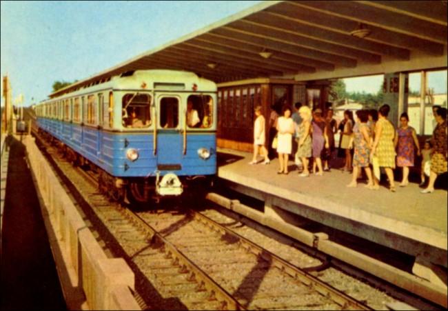 Станция метро Левобережная