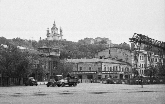 Станция метро Контрактовая площадь (Красная площадь)